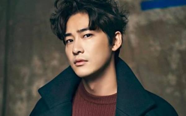 Aktor Korea Ini Alami Kecelakaan Mobil - JPNN.com