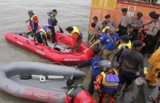 Detik-detik Tenggelamnya Kapal Pompong di Tanjungpinang - JPNN.com