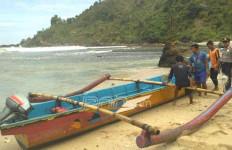 Rombongan Pesantren Mandi di Laut Selatan, Tiga Santri Hilang Terseret Ombak - JPNN.com
