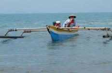 Tak Punya Uang, Nelayan Tradisional Nekat Melaut - JPNN.com