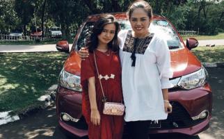 Elly Sugigi Beri Nama Panggung Putrinya - JPNN.com