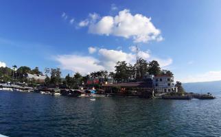 Luhut Minta Hentikan Polemik Wisata Halal di Danau Toba - JPNN.com