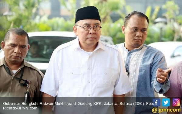 Resmi, Gubernur Bengkulu dan Istrinya Jadi Tersangka Penerima Suap - JPNN.com