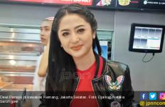 Dewi Perssik Takut Manggung di Pinggir Pantai - JPNN.com