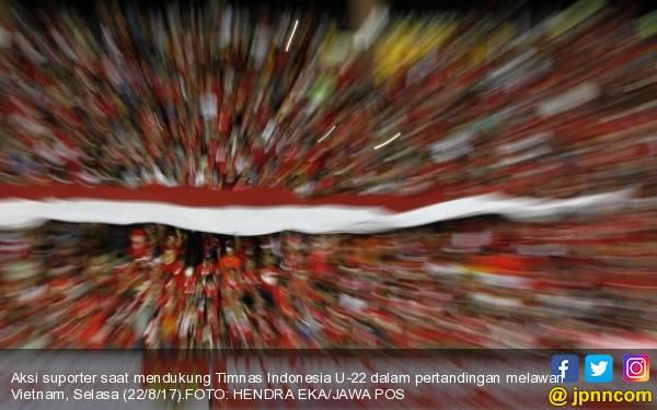 Suporter Timnas Indonesia U-22 Bikin Bendera Raksasa Hasil Patungan - JPNN.com