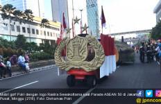 Tampil Paling Kreatif, Mobil Golf Polri Menang Lomba Parade ASEAN 50 - JPNN.com