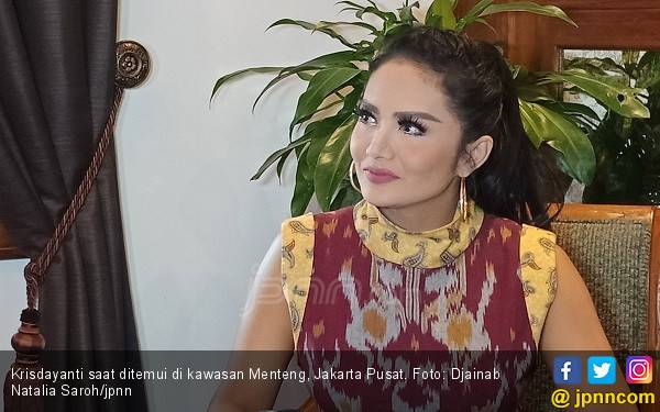 Daftar 12 Nama Selebriti Lolos ke Senayan sebagai Anggota DPR - JPNN.com