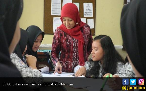 Alhamdulillah, Guru Honorer Bakal Terima Gaji Lebih Banyak - JPNN.com