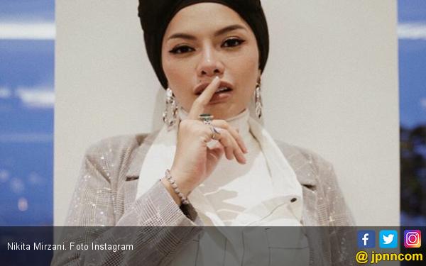 Kabur Saat Lihat Nikita Mirzani, Begini Penjelasan Keponakan Dewi Perssik - JPNN.com