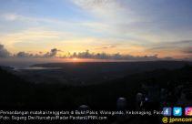 Menikmati Matahari Pulang dari Atas Bukit Pakis - JPNN.com