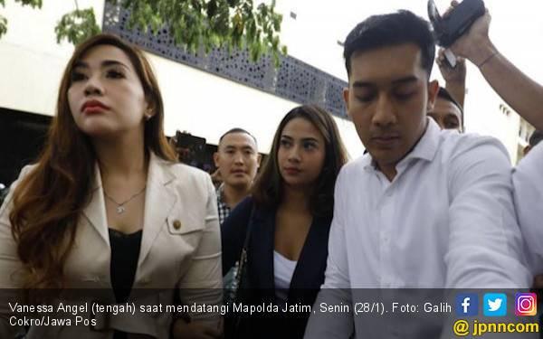 Emak - Emak Demo Dukung Vanessa Angel, Minta Nama Para Pelanggan Diungkap ke Publik - JPNN.com