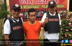 Kesal Dipisahkan dari Istri, Muhammad Rizki Nekat Tikam Leher Mertuanya - JPNN.com