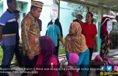 Warga Korban Keracunan Makanan Sampai Dirawat di Lorong Rumah Sakit - JPNN.com