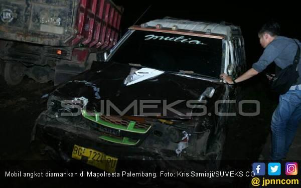 Sopir Angkot Mabuk Tabrak Pengendara Motor, Dua Orang Tewas, Satu Luka Parah - JPNN.com