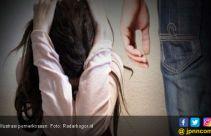 Pura-pura Pingsan, Korban Selamat dari Pemerkosaan - JPNN.com