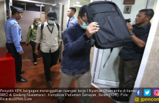 Berita Foto: Penyidik KPK Geledah Ruangan Kerja Nyoman PDIP di DPR - JPNN.com