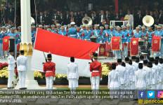 Presiden Jokowi Jadi Rebutan Pemburu Selfie di Depan Istana - JPNN.com