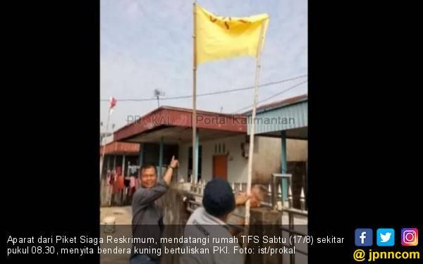 HUT ke-74 RI, Sihidin Kibarkan Bendera PKI, Para Pemuda Geram, Tegang - JPNN.com