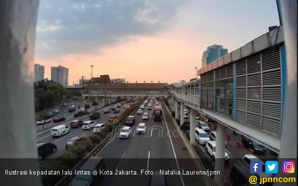 Roy Suryo Ragu Anies Baswedan Bisa Realisasikan Larangan Mobil Tua di Jakarta - JPNN.com