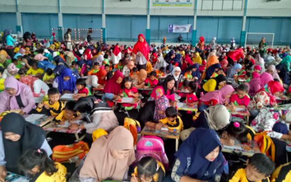 5000 Anak Ramaikan Lomba Mewarnai Sekaligus Berdonasi - JPNN.com