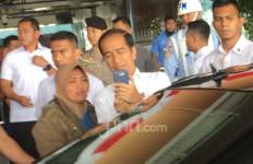 Tiba di Kalbar untuk Kunker, Presiden Jokowi Langsung Ladeni Ajakan Selfie - JPNN.com