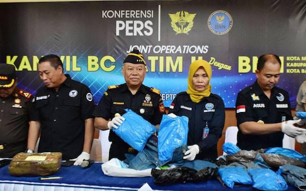 Bea Cukai dan BNN Bongkar Sindikat Ganja di Malang - JPNN.com