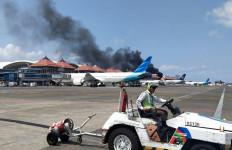 Bus di Area Apron Bandara I Gusti Ngurah Rai Bali Terbakar - JPNN.com