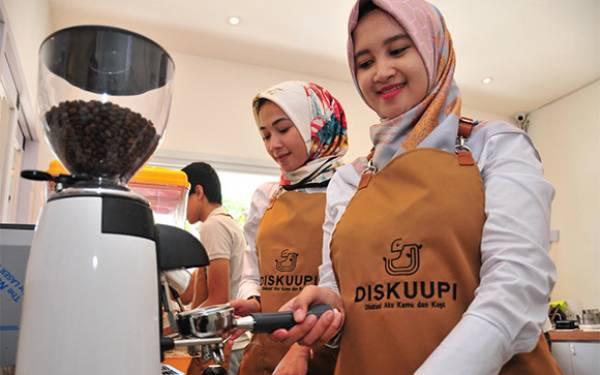 FKG Unair dan Kedai Kopi Diskuupi Datangkan Maliq & D'Essentials ke Surabaya - JPNN.com