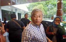 Ciuman Ketua Dewan Pers di Kening Pak BJ Habibie - JPNN.com