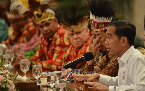 Presiden Jokowi Terima Tokoh Papua, Pak BG Pakai Topi Adat - JPNN.com