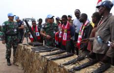 Kelompok Militan Serahkan Senjata ke Satgas TNI Kontingen Garuda - JPNN.com