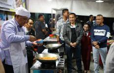 Lihat Nih, Irjen Firli Bahuri Sajikan Nasi Goreng Spesial - JPNN.com