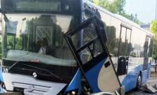 Hantam Separator, Bus Transjakarta Hancur - JPNN.com