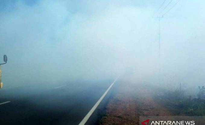 Jalan Lintas Timur Bangka Terganggu Kabut Asap