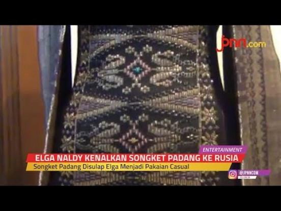 Keren, Desainer Elga Naldy Bawa Songket Kota Gadang ke Rusia - JPNN.com