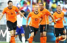 Puyol Penasaran dengan Sneijder - JPNN.com
