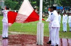 Paskibra di Papua Barat Bentangkan Merah Putih Terbalik - JPNN.com