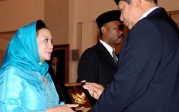 WS Rendra & Kakek Mensos Raih Bintang Jasa - JPNN.com
