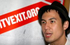 Daniel Mananta Bantah Remas Dada Syahrini - JPNN.com