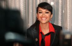Julia Perez Ogah Nyanyi Lagu Religi - JPNN.com