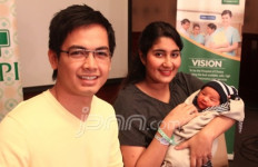 Tommy Kurniawan Pintar Urus Bayi - JPNN.com
