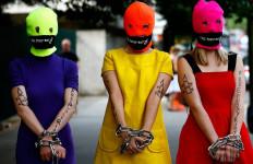 Hindari Penjara, Anggota Pussy Riot Kabur dari Rusia - JPNN.com