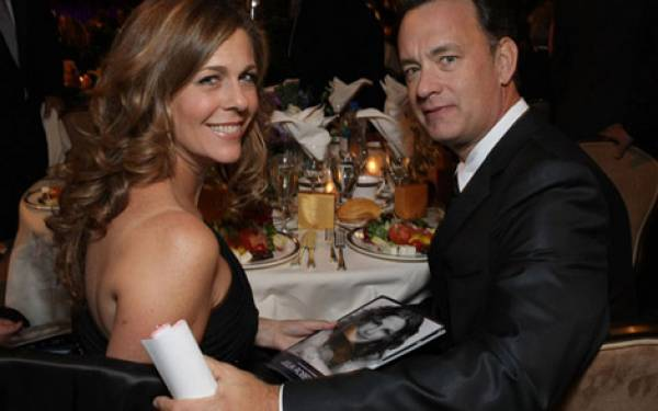 Galang Dana, Tom Hanks Rela Main Gitar - JPNN.com