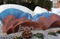Boris Yeltsin Disimbolkan Bendera, Kruschev Seni Kubisme - JPNN.com