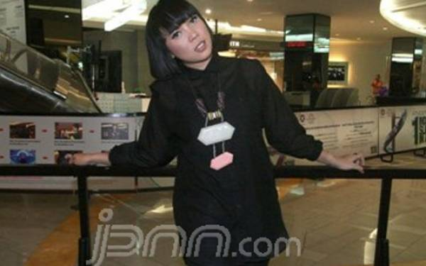 Fitri Tropica Menabung demi Bisnis - JPNN.com