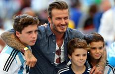 Jemput Anak, David Beckham Kecelakaan Mobil - JPNN.com
