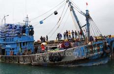Ini Modus Baru Kapal Asing saat Mencuri Ikan di Perairan Anambas - JPNN.com