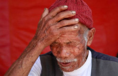 Mengharukan, Sepekan Bertahan di Puing Gempa, Kakek Renta Selamat - JPNN.com