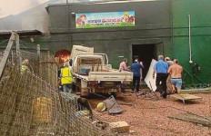 Duarrrr... Kafe Meledak setelah Pikap Hantam Tabung Gas, Puluhan Orang Luka-Luka - JPNN.com