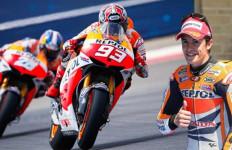 Jauh Tercecer Dibelakang Rossi, Yamaha Belum Coret Marquez - JPNN.com